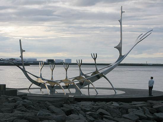 Sun Voyager [Sólfar] on Sæbraut in Reykjavík.